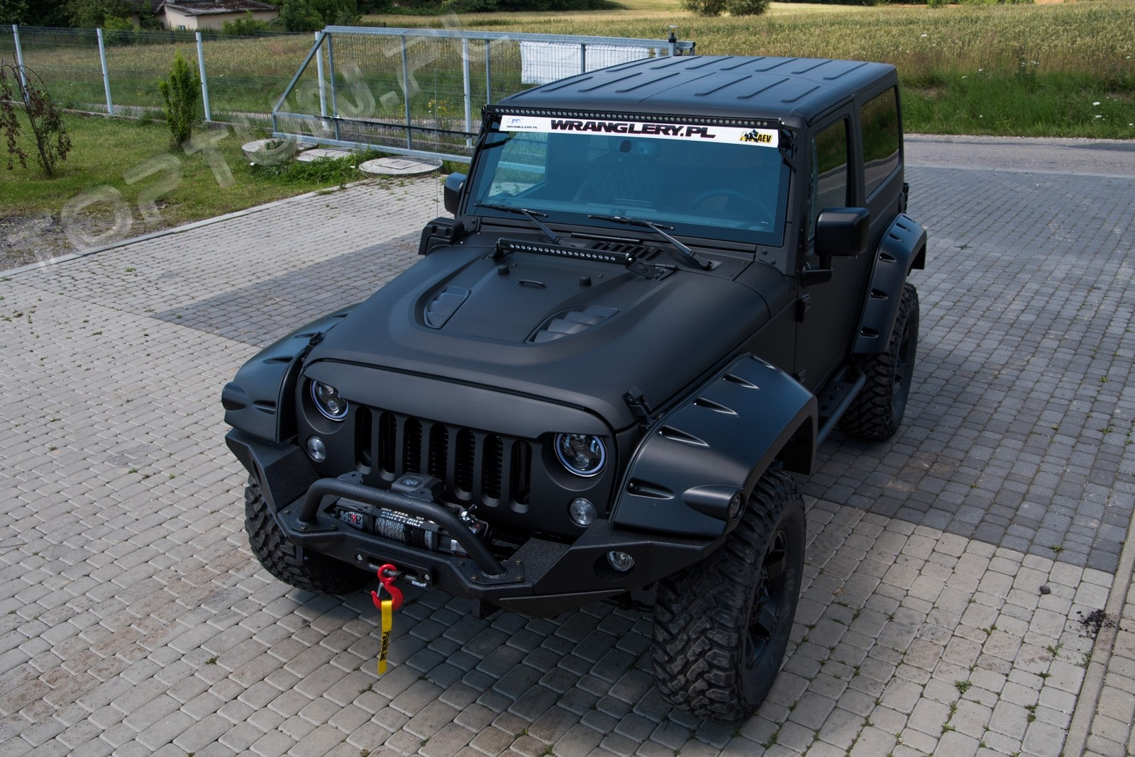 Капот Jeep Wrangler RUBICON дизайн 10th. ANNIVERSARY фото